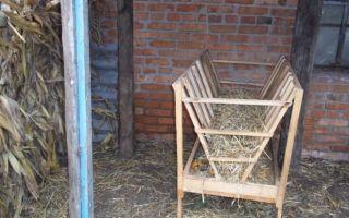 Как сделать кормушку с сеном для коз своими руками